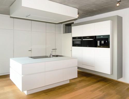 küche mit glasfronten küchenblock und einbauschrank – reiner