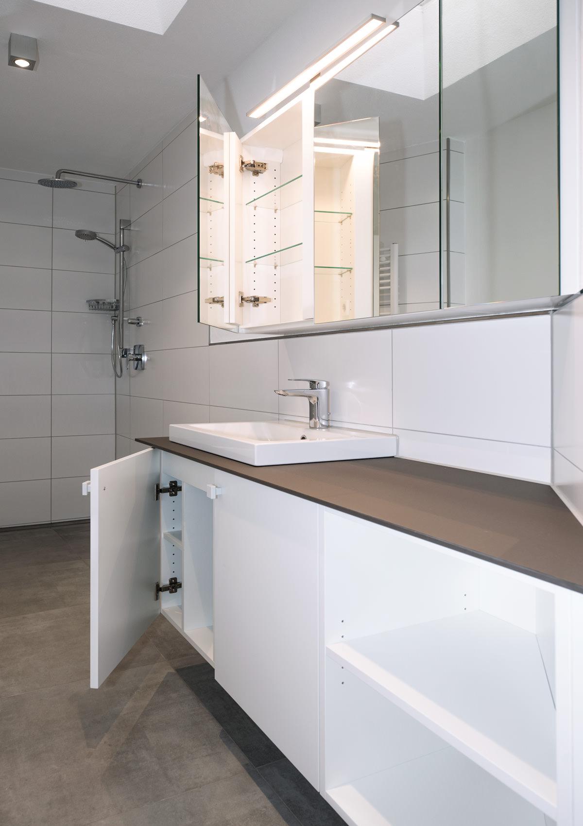 Einbau Schrankwand Badezimmer Mit Spiegelschrank 2016 11 24T16:18:31+00:00
