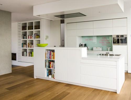 Einbauküche mit Küchenblock